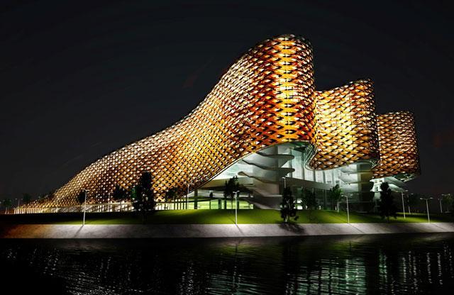 Az úszókomplexum kivilágítva