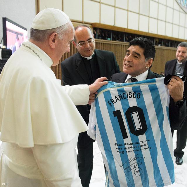 A pápa dedikált argentin meze Diegotól